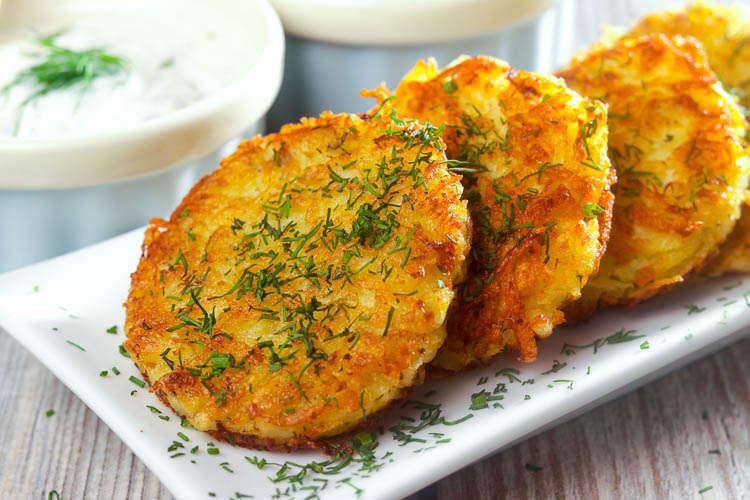 """Bánh crepe khoai tây - Món ăn """"tuy lạ mà quen"""" trong nền ẩm thực Latvia"""
