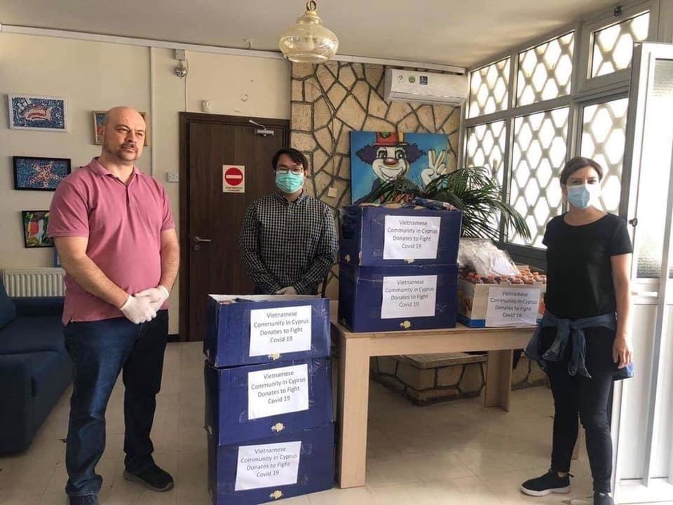 Cộng đồng người Việt tại đảo Síp chung tay hỗ trợ chống dịch COVID-19