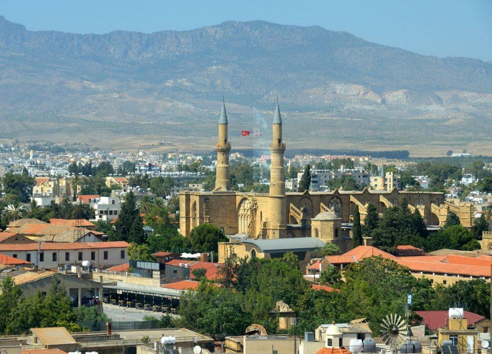 Ngôn ngữ thông dụng ở đảo Síp - Cyprus là những ngôn ngữ nào?